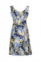 Fleurige zomerjurk van het merk Adnice. De jurk heeft een donkerblauwe basiskleur en is versierd met rode en witte bloemen.