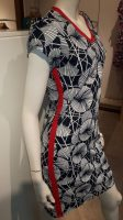 Stella Moretti jurk donker blauw met waaier motief en rode bies