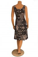 Stella Moretti jurk mouwloos Zwart Wit Fantasie achter